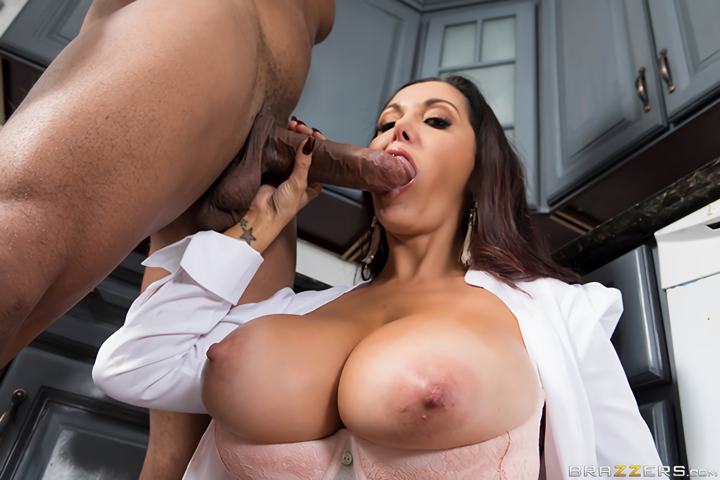 Brazzers 'One Strict Mama' starring Ava Addams (photo 2)