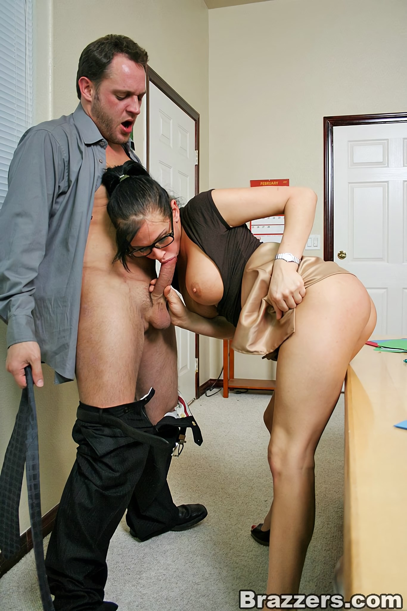 сидят диване, как моя жена трахнулась со своим коллегой на работе порно видео натуру характер сербского