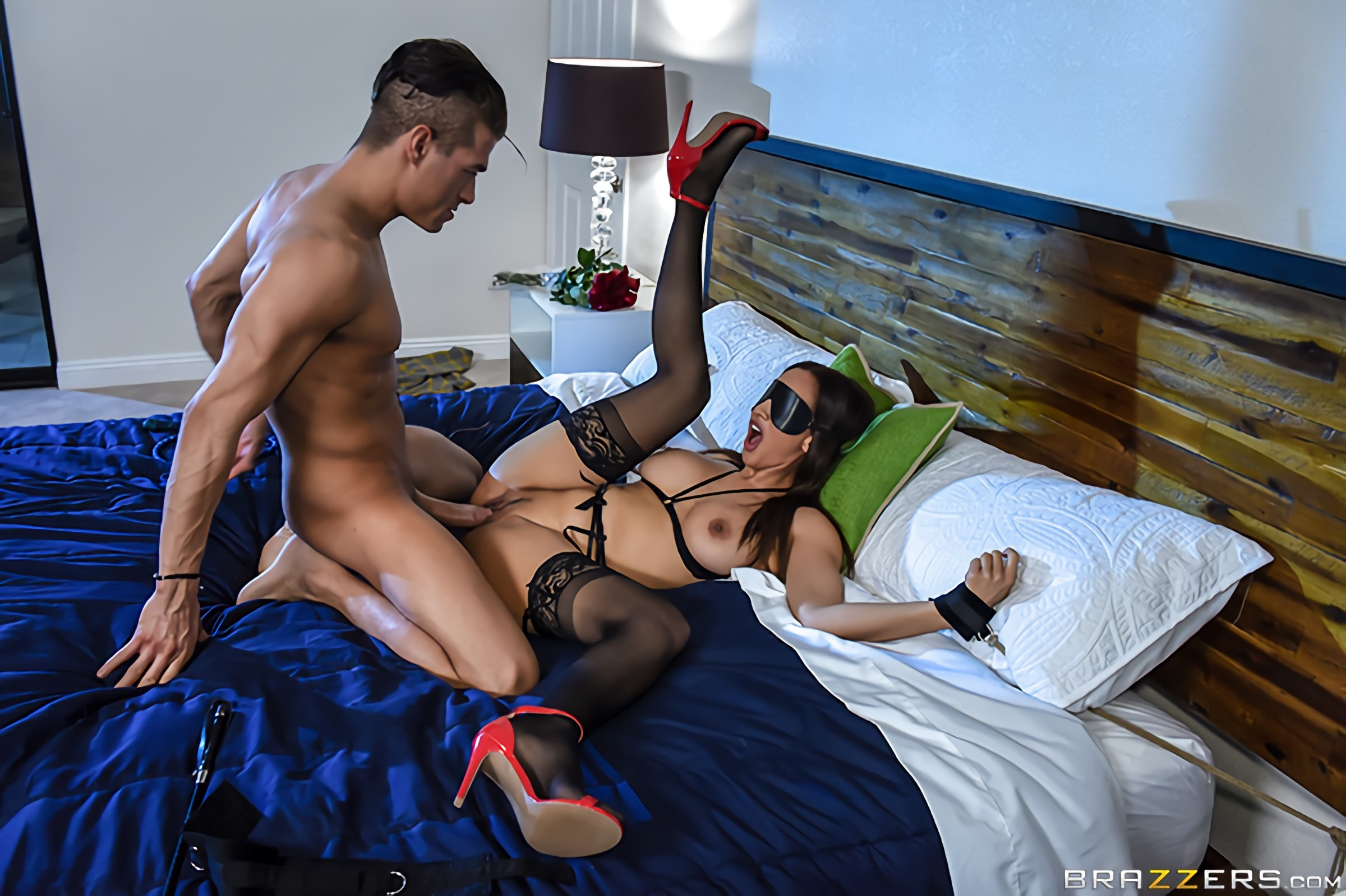 Brazzers 'Her Husband's Whipped' starring Isis Love (photo 4)
