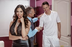 Ariella Ferrera - Polishing His Trophy (Thumb 01)