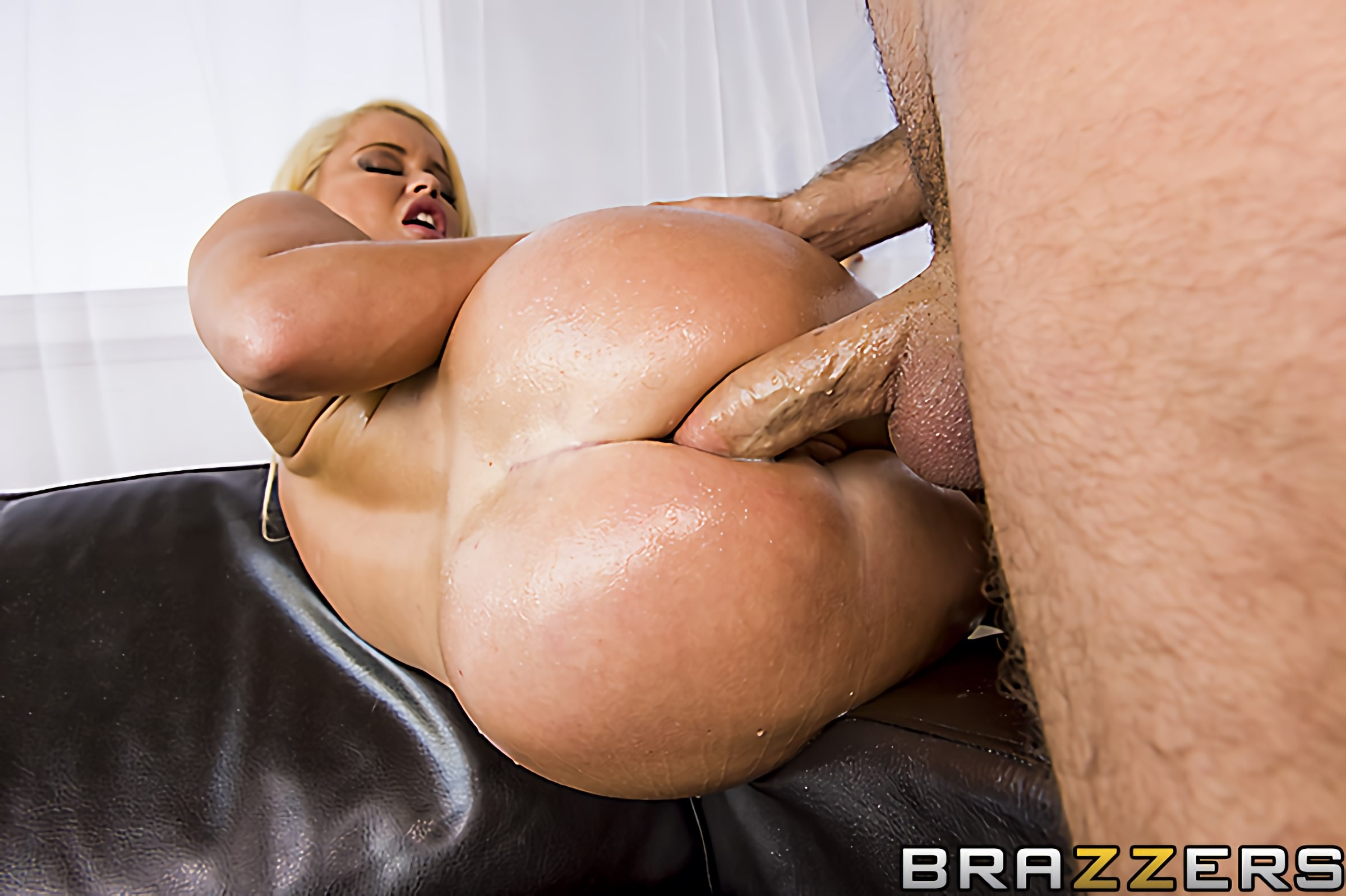 Brazzers 'Car Wash Sex' starring Nikki Delano (photo 9)