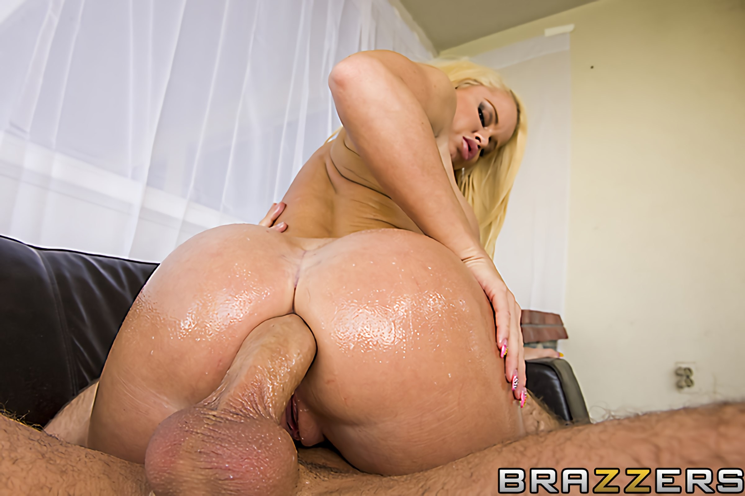 Brazzers 'Car Wash Sex' starring Nikki Delano (photo 10)