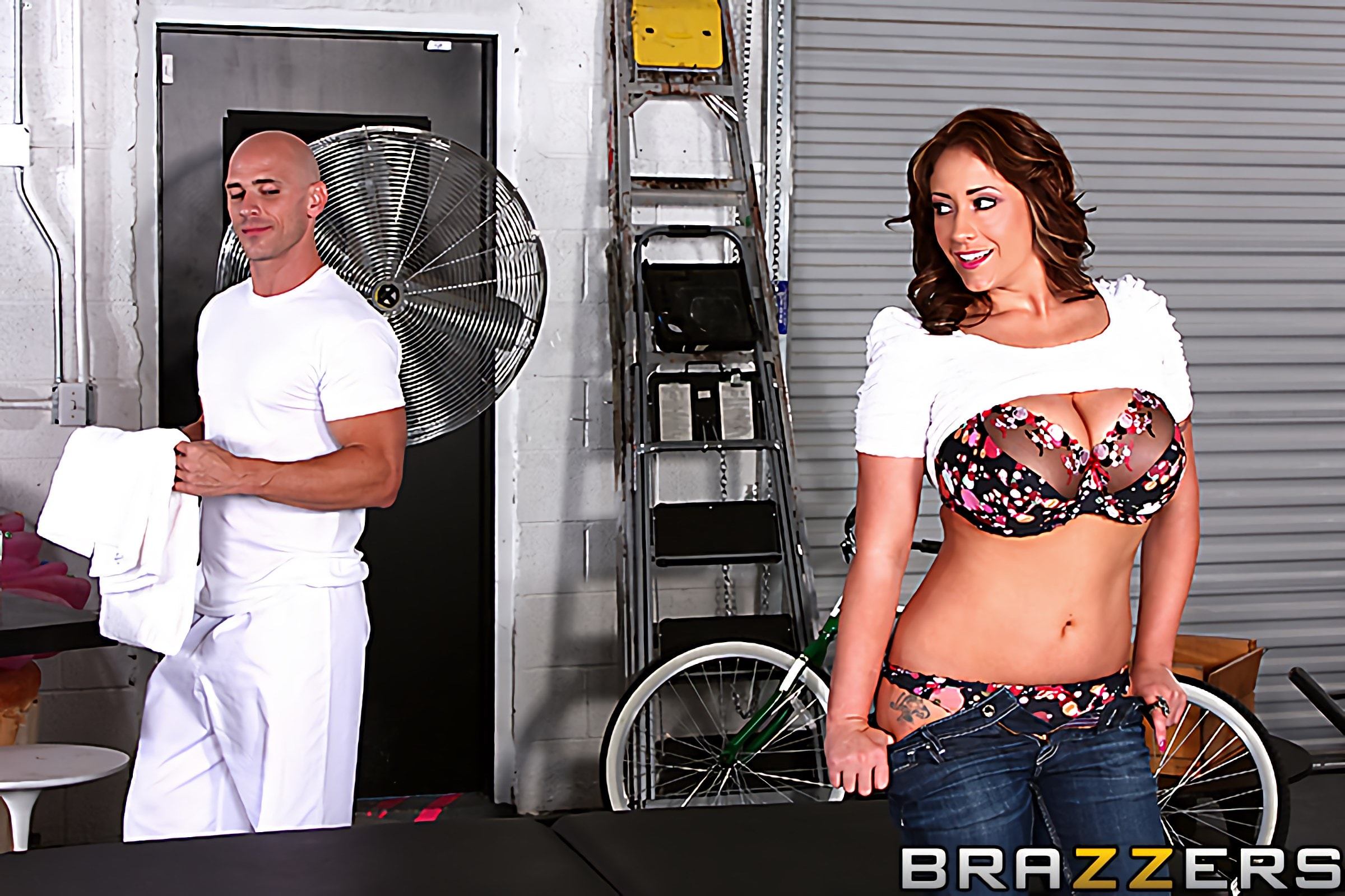 Brazzers 'Huge Tits on the Receptionist' starring Eva Notty (photo 1)