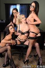 Julia Ann - Office 4-play IV (Thumb 02)