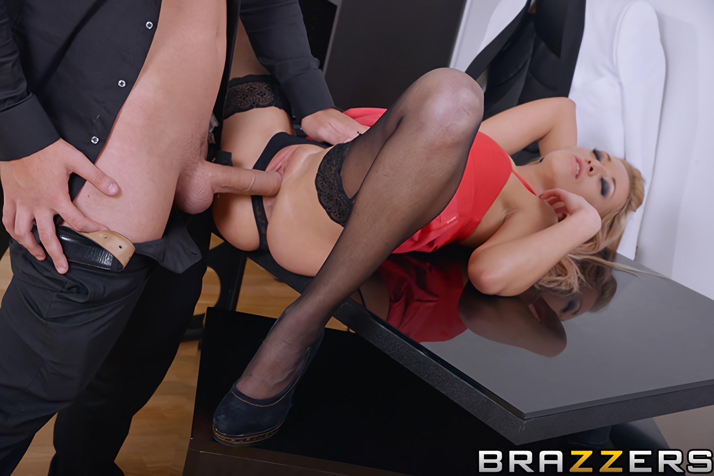 Sexy nude girls having sex