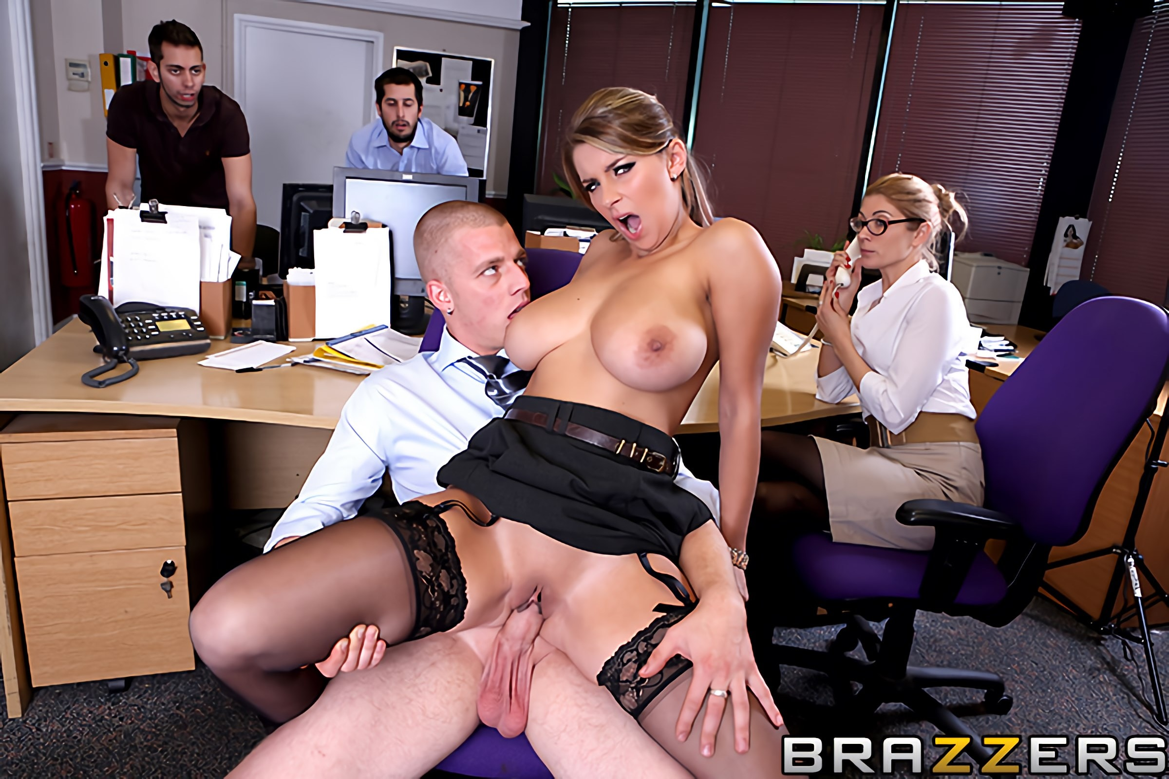 сюжетное порно в офисе