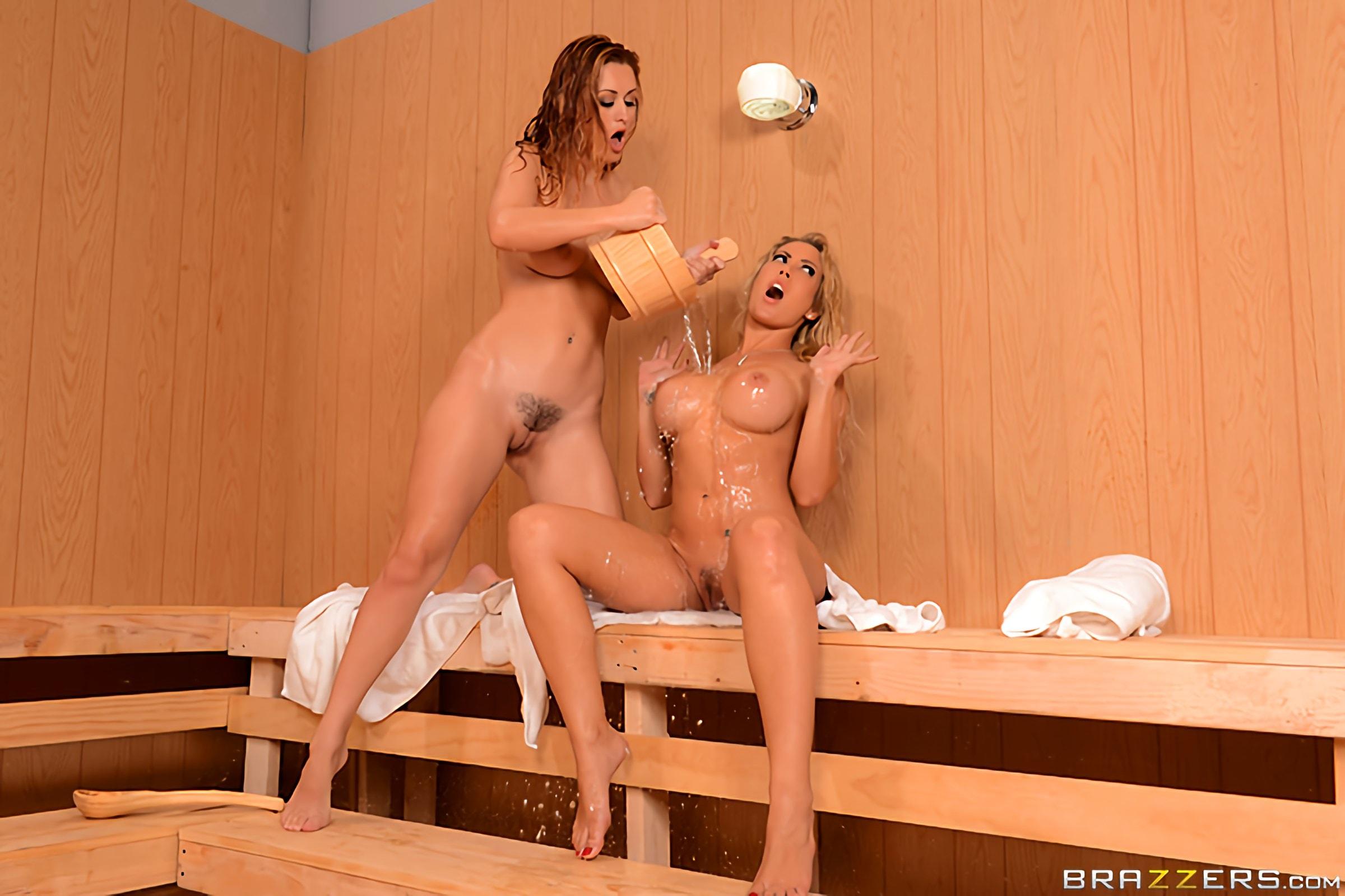 dve-lesbiyanki-v-saune