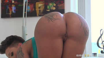 Bella Bellz - Her Thick, Thieving Ass
