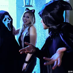 Zoey Monroe in 'Brazzers' Trick And Treat (Thumbnail 13)