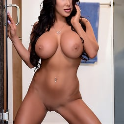 August Taylor in 'Brazzers' My Husbands Best Friend (Thumbnail 9)