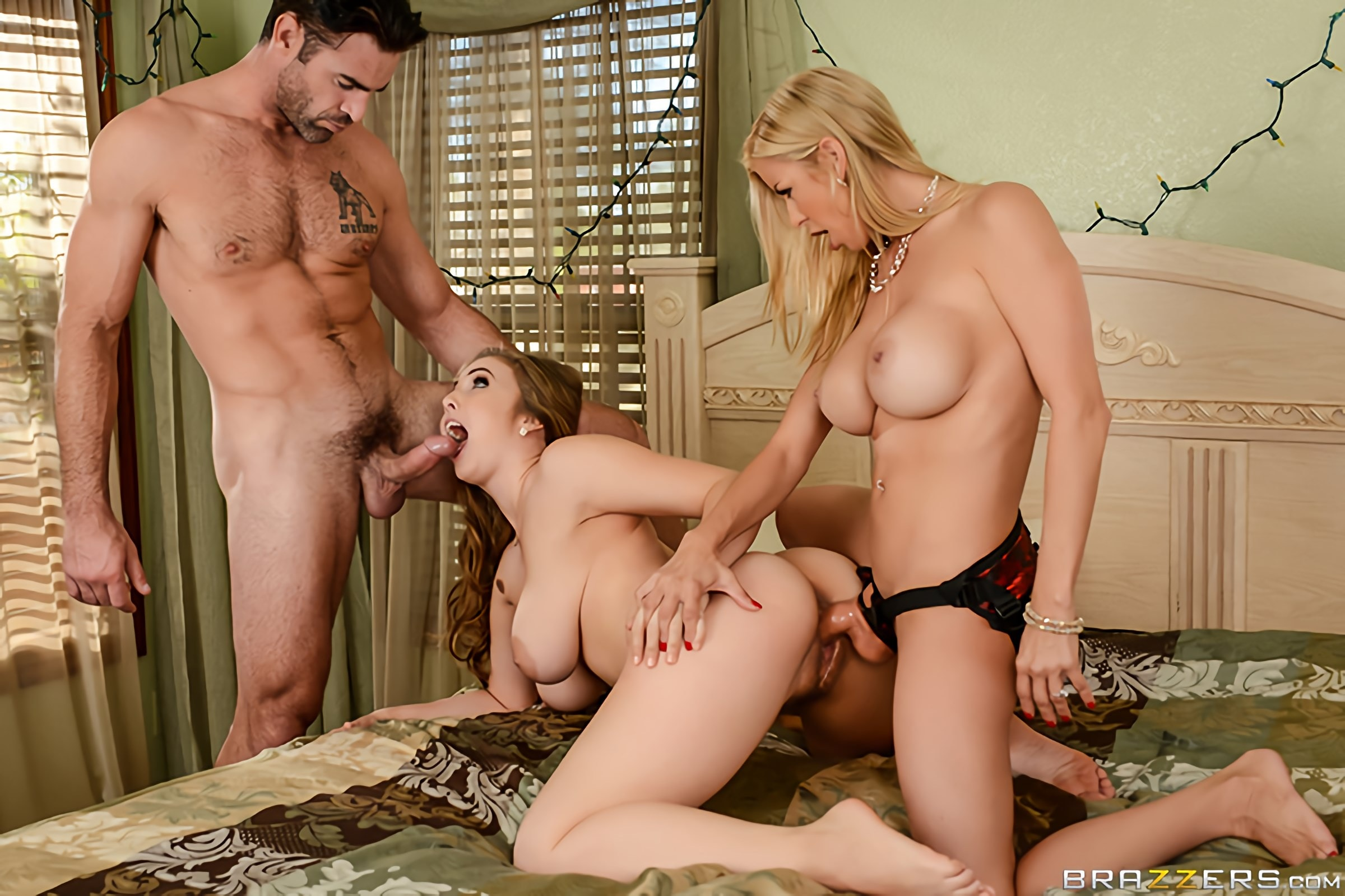 Brazzers 'A Brazzers Christmas Special - Part 4' starring Alexis Fawx (Photo 3)