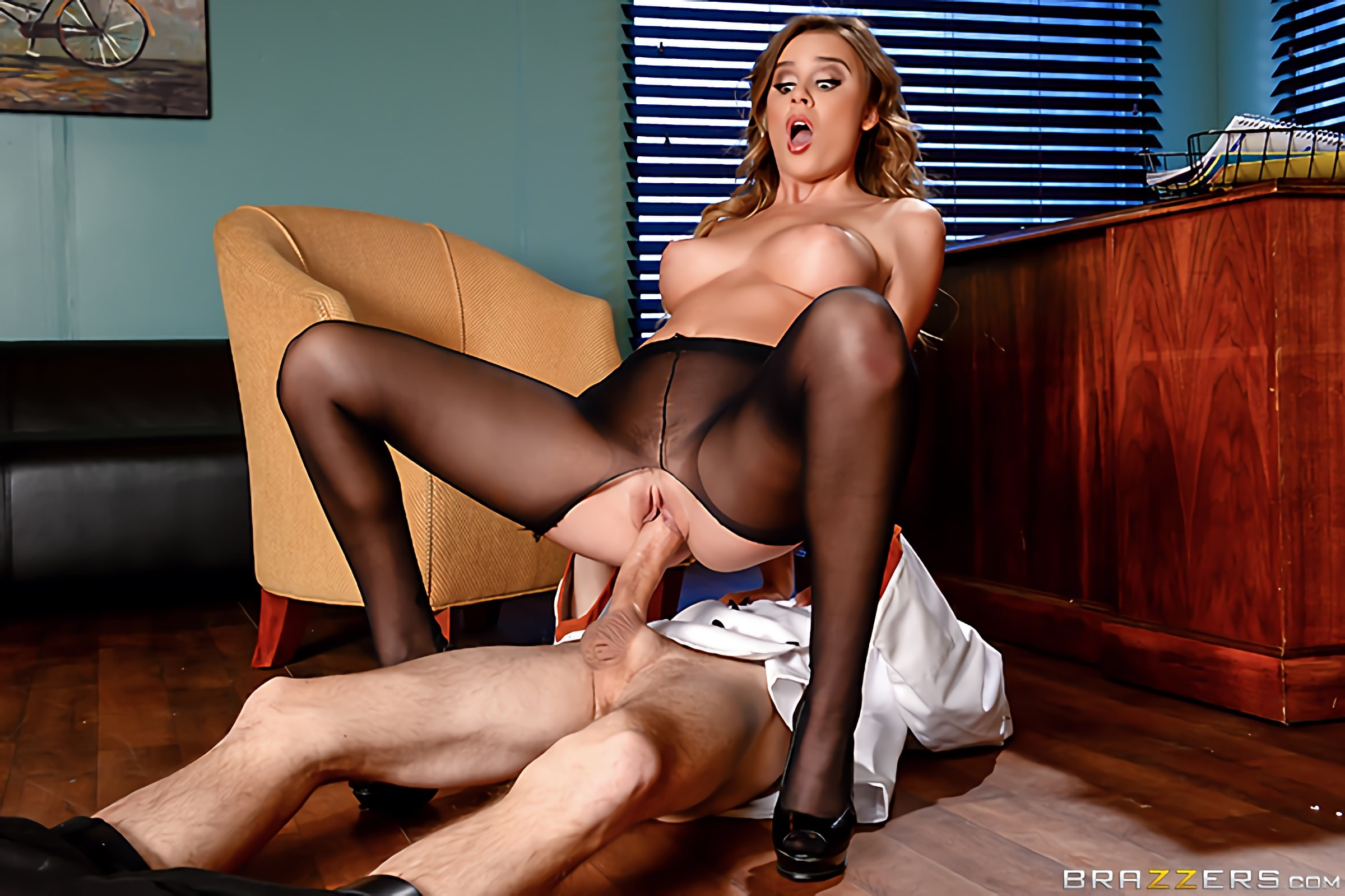 Brazzers 'Bon Appetitties' starring Alexis Adams (Photo 4)