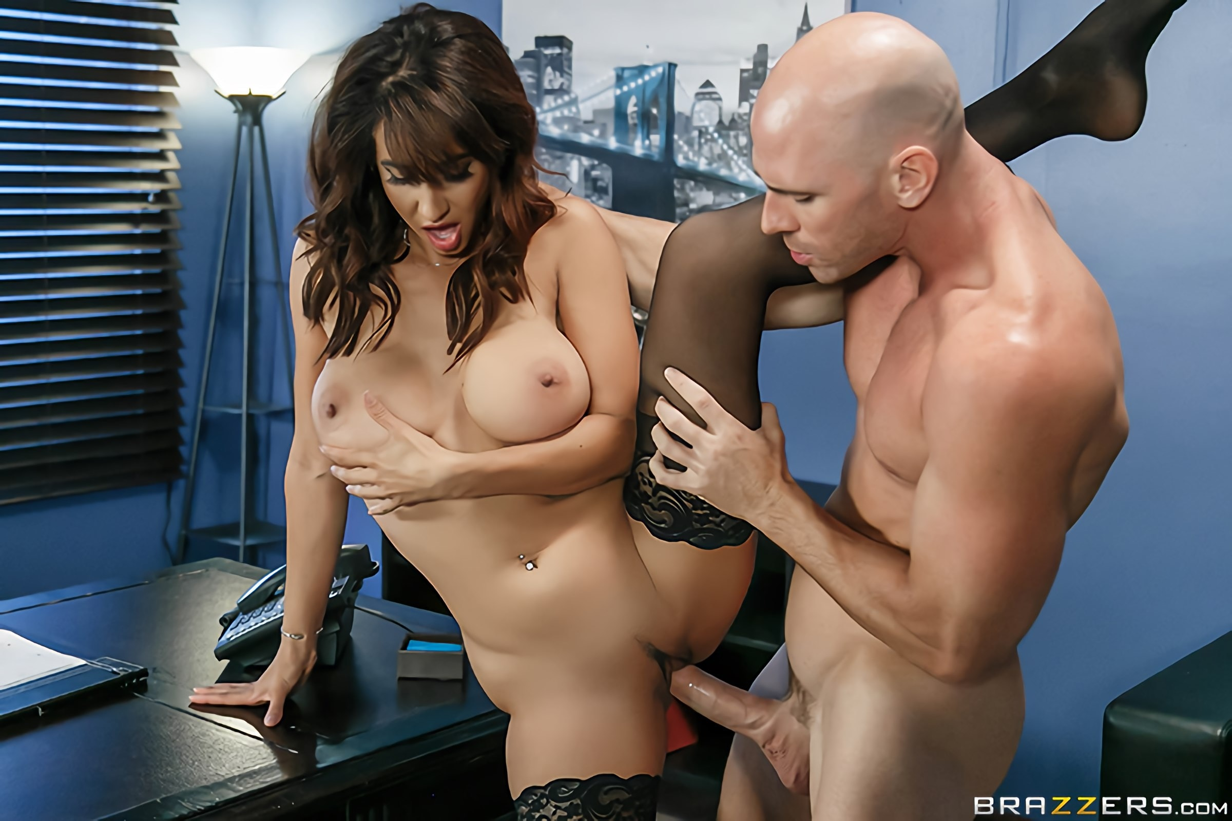 Brazzers 'Spilling The Boobs' starring Isis Love (Photo 5)