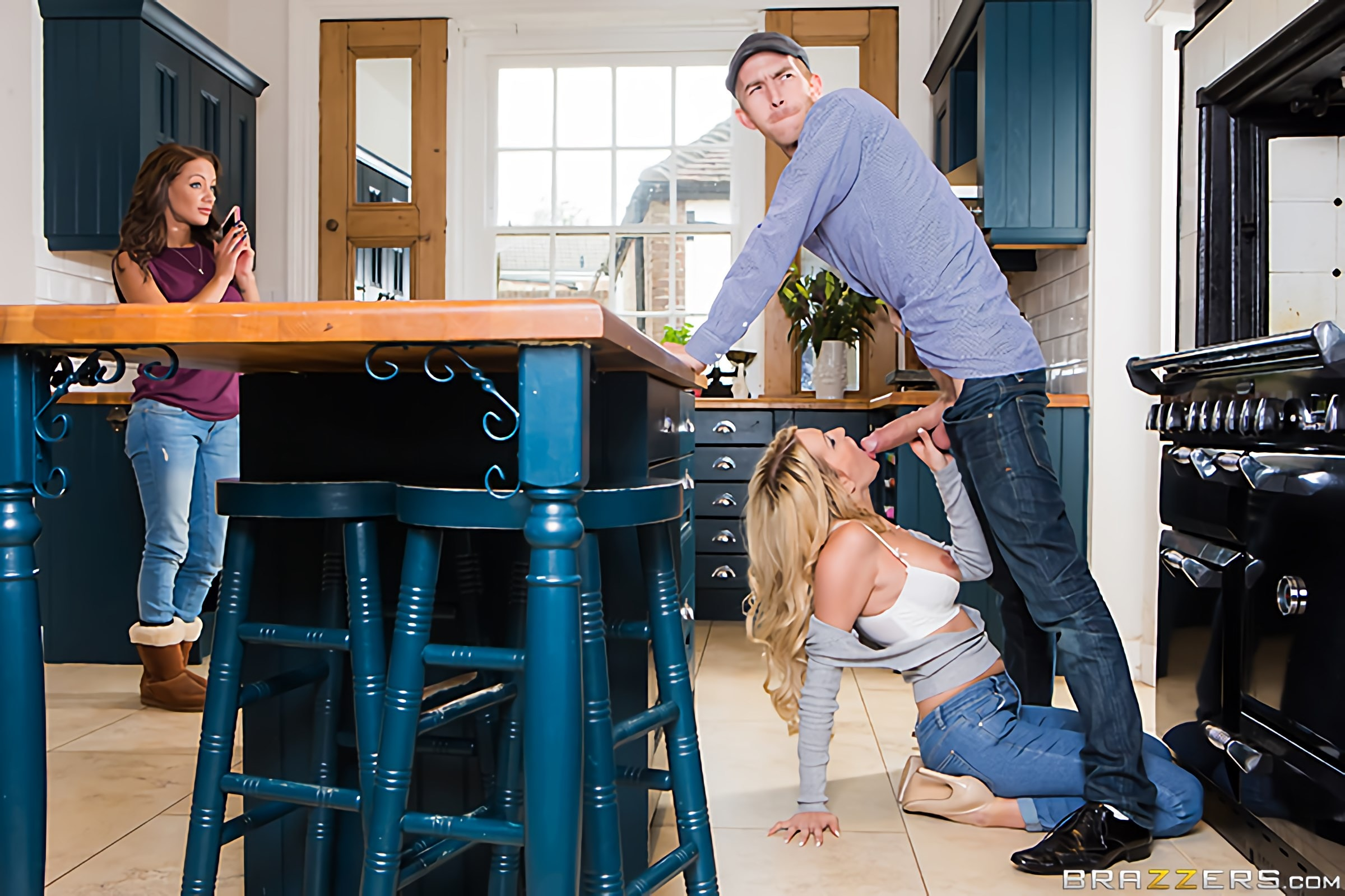 Brazzers 'Dont Fuck The Mother-In-Law' starring Amber Jayne (Photo 2)