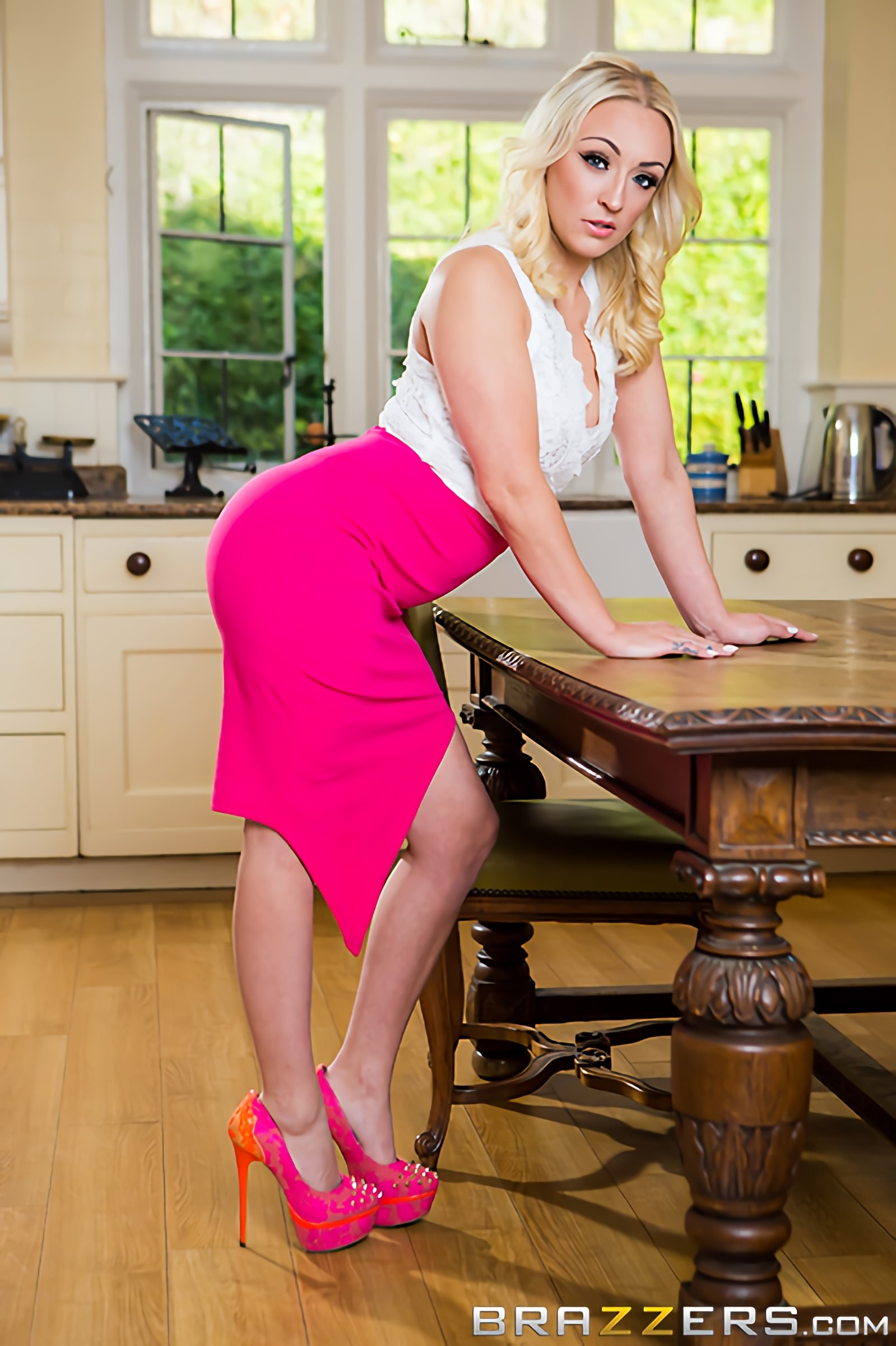 Brazzers 'The Caterer' starring Amber Deen (Photo 8)
