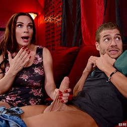 Diamond Foxxx in 'Brazzers' My Dates Mom (Thumbnail 9)