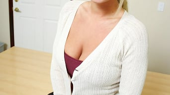 Bree Olsen in 'No Pressure'