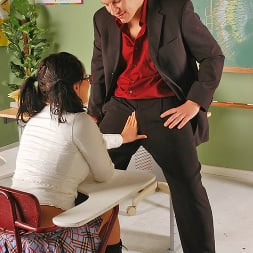 Eva Angelina in 'Brazzers' A Little Incentive... (Thumbnail 4)