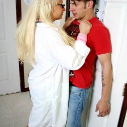 Candy Manson in 'Brazzers' Better than aspirin (Thumbnail 5)