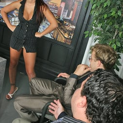 Eva Angelina in 'Brazzers' Earning respect (Thumbnail 4)