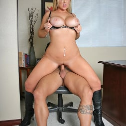 Abbey Brooks in 'Brazzers' Extra benefits (Thumbnail 13)