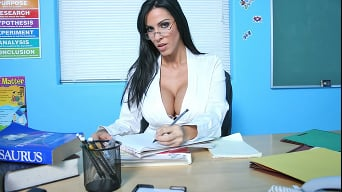 Veronica Rayne in 'Teachers pets'