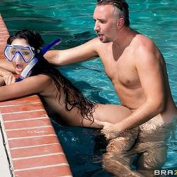 Eliza Ibarra in 'Brazzers' Diving for a Good Dicking (Thumbnail 2)