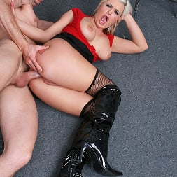 Andi Anderson in 'Brazzers' Car Rental gone bad (Thumbnail 15)