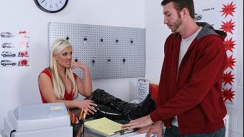 Andi Anderson in 'Car Rental gone bad'