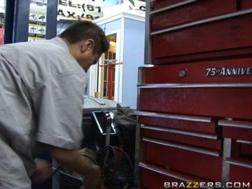 car shop cum shot