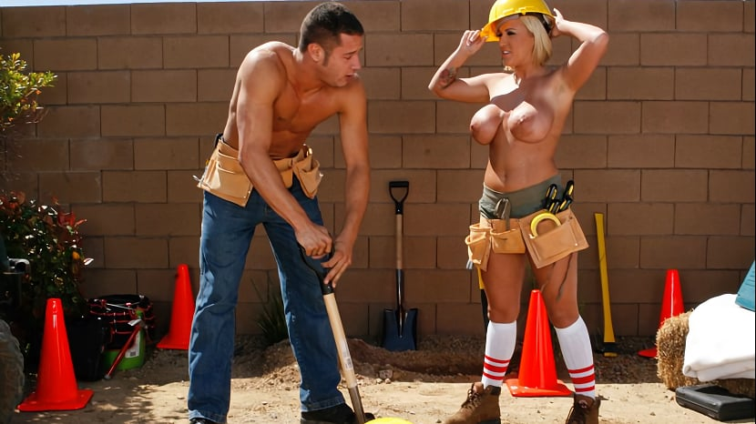 Slutty Cougar Fucks A Construction Worker With All Holes