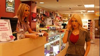 Bailey en 'Sex Shop Masturbation'
