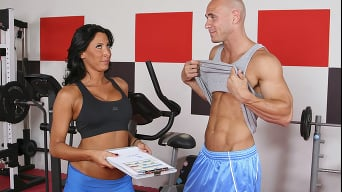 Lezley Zen in 'Its a No Brainer Fucking the MILF Trainer'