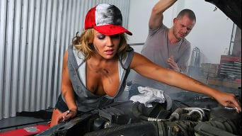 Nikki Sexx in 'Mahboobeh Mechanics'