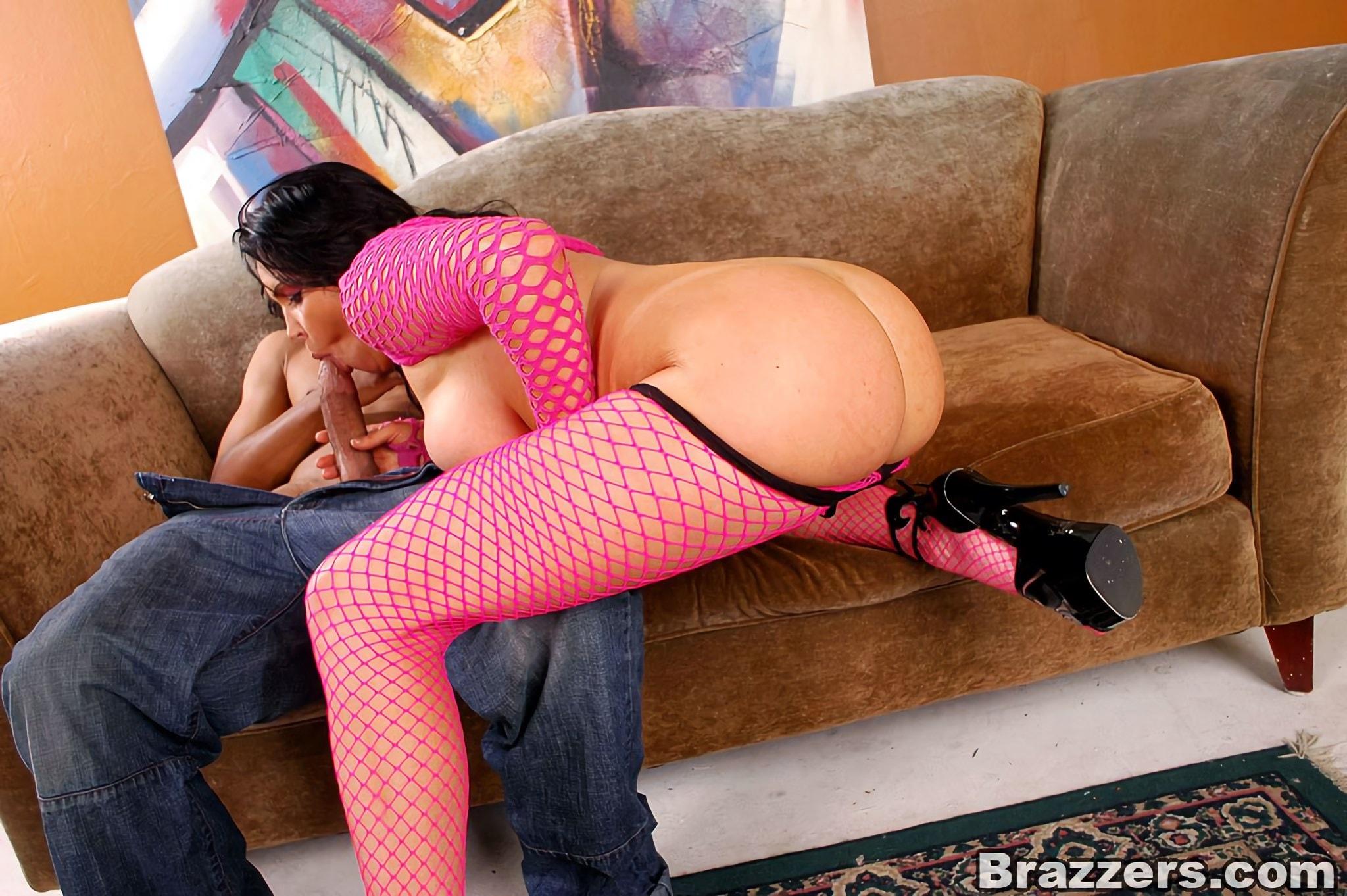 Brazzers 'Big Ass Big Tits' starring Angelica Sin (Photo 8)