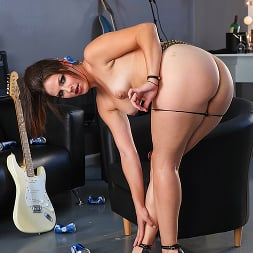 Bobbi Starr in 'Brazzers' The Anal Penetrators (Thumbnail 1)