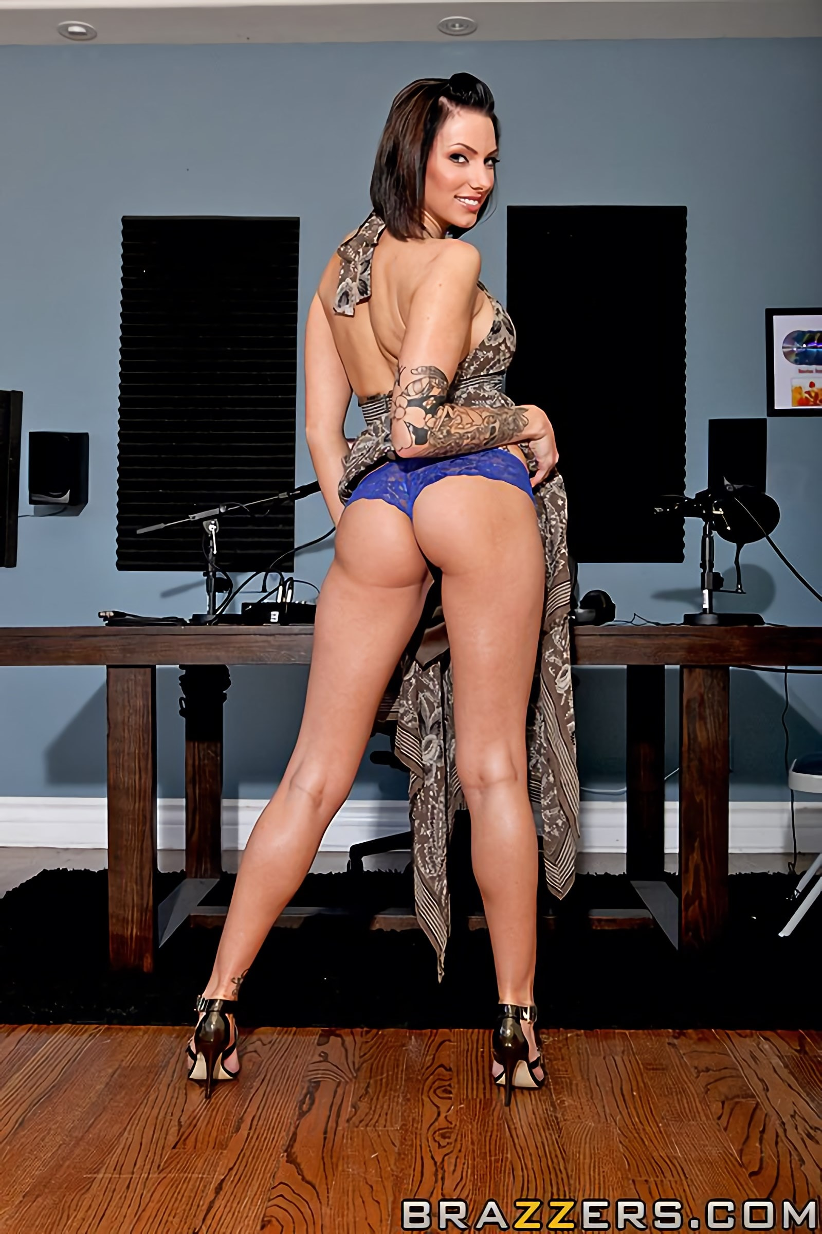 Brazzers 'Battle of the Daisies' starring Juelz Ventura (Photo 2)