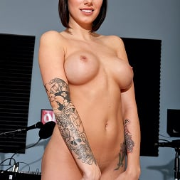 Juelz Ventura in 'Brazzers' Battle of the Daisies (Thumbnail 4)