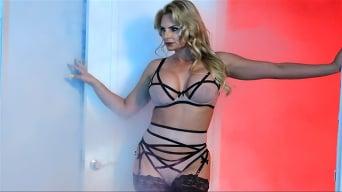 Phoenix Marie In 'Rauchshow'