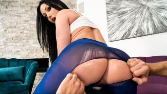 Jennifer White in 'Giving Good Gape'