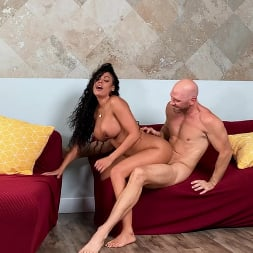 Luna Star in 'Brazzers' Booty Call from Luna (Thumbnail 6)