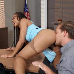 Kira Noir in 'Brazzers' I Detect An Ass That Wants Training (Thumbnail 2)