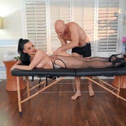 Mona Azar in 'Brazzers' Massaging Mona (Thumbnail 2)