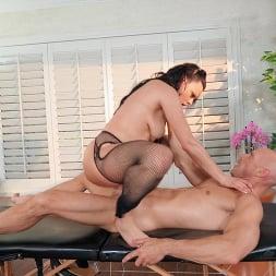 Mona Azar in 'Brazzers' Massaging Mona (Thumbnail 5)