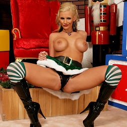 Phoenix Marie in 'Brazzers' Santas Busty Helper (Thumbnail 3)