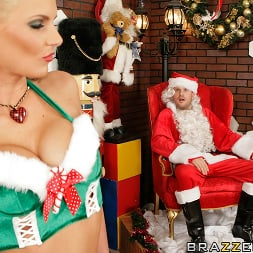 Phoenix Marie in 'Brazzers' Santas Busty Helper (Thumbnail 5)