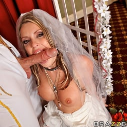 Courtney Cummz in 'Brazzers' Fuck Me Tender (Thumbnail 9)