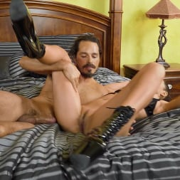 Isis Love in 'Brazzers' Pro Domme, Subby Wife (Thumbnail 5)
