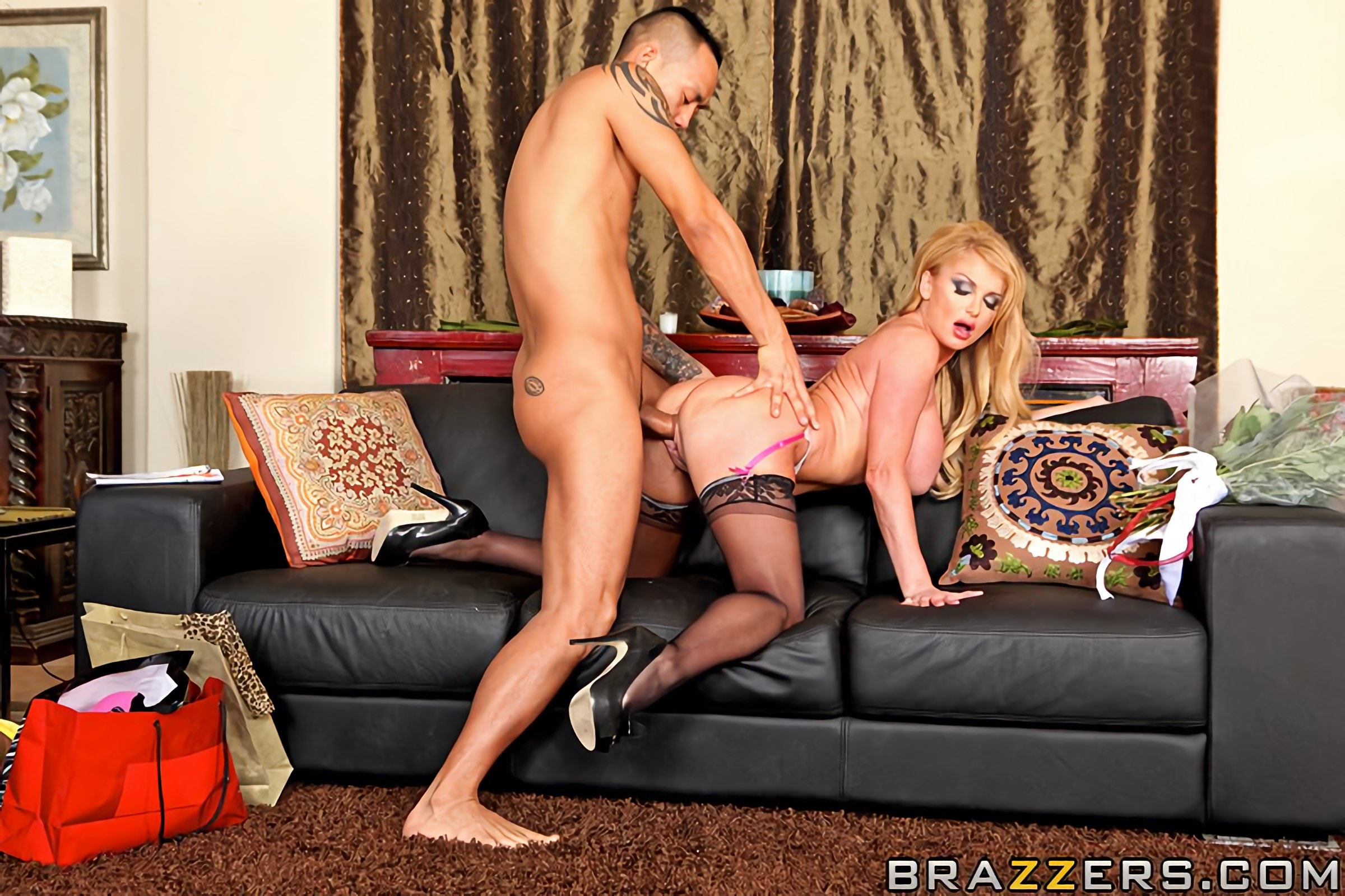 Brazzers 'House of Sluts- Chapter 2' starring Taylor Wane (Photo 15)