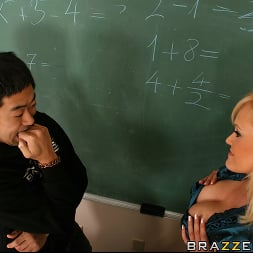 Nomi Sunshyne In 'Brazzers' New Age Mathe (Ein 5)